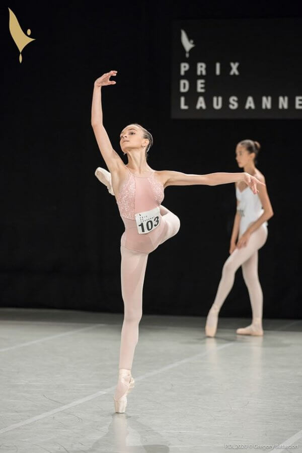 A female contestant en pointe