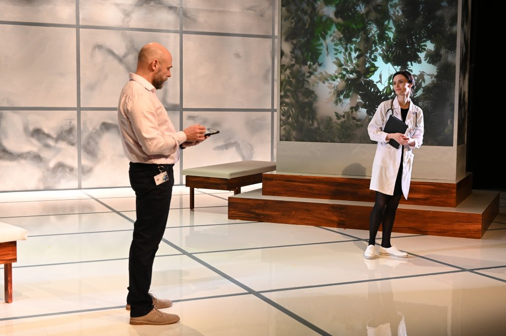 The Effect at the English Theatre Frankfurt: A clinical trial plays with peoples' affections