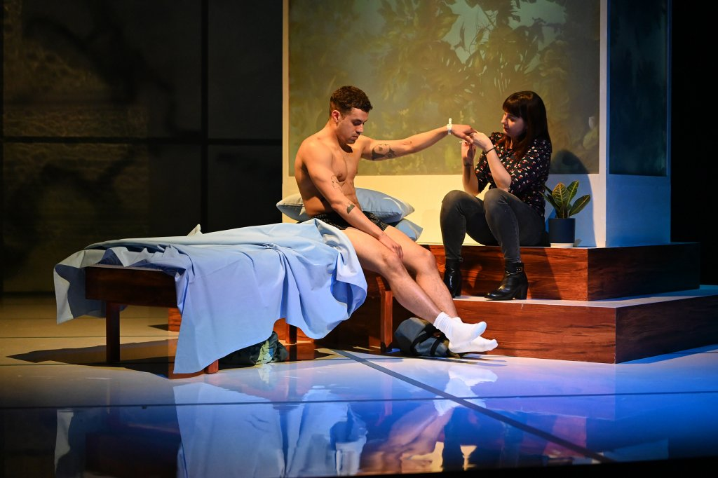The Effect at the English Theatre Frankfurt: Connie and Tristan getting to know each other