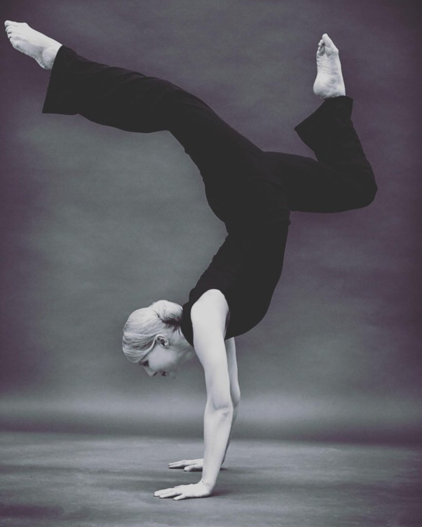 Jennifer Bergs in acrobatic pose